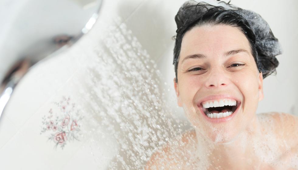 Ist es wirklich gesund jeden Tag zu duschen? - Blog - Manna Naturkosmetik. Natürlich. Chemikalienfrei. - Manna. Spüre den Unterschied auf Deiner Haut.