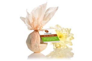 sladce-kořenitá koule do koupele s olejem z hroznových jadérek - doporučené manna