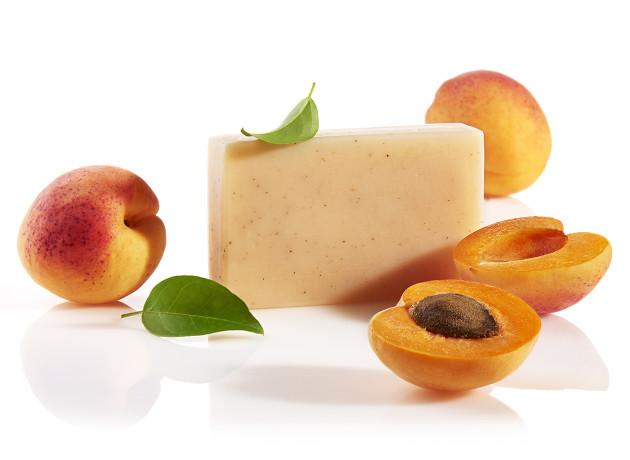 hautpeeling seife mit aprikosenkernpulver