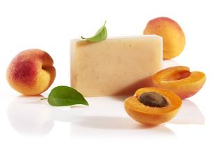 peelingujące mydło ze sproszkowanymi pestkami moreli - polecamy manna