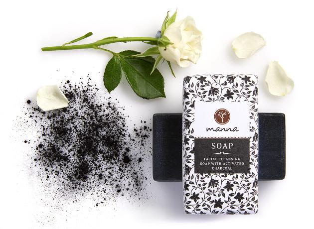 săpun cu cărbune activ pentru curățarea feței